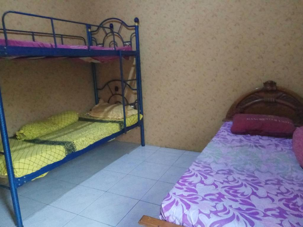A bunk bed or bunk beds in a room at Meteor Raya Homestay