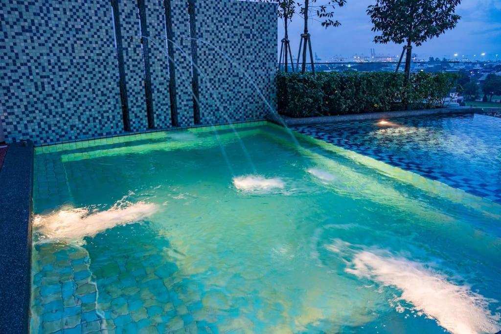 The swimming pool at or close to Merveille Woodsbury Suite 6