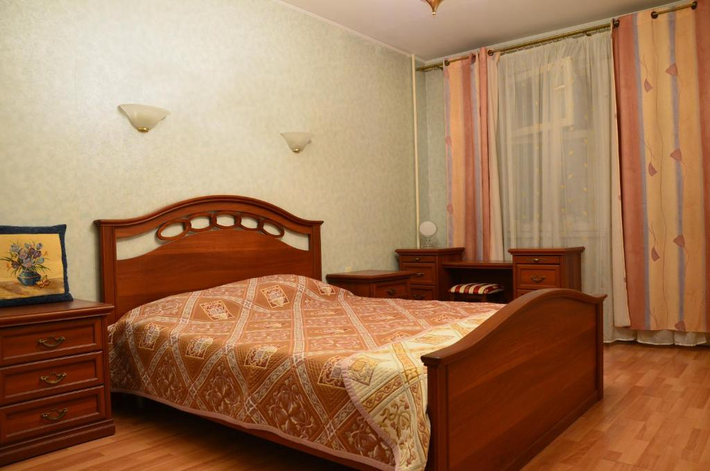 A bed or beds in a room at Luzniki Riadom Appartment