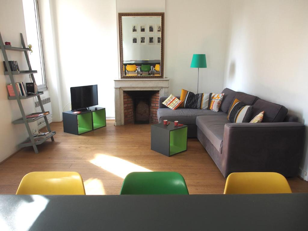 A seating area at Appartement Opéra