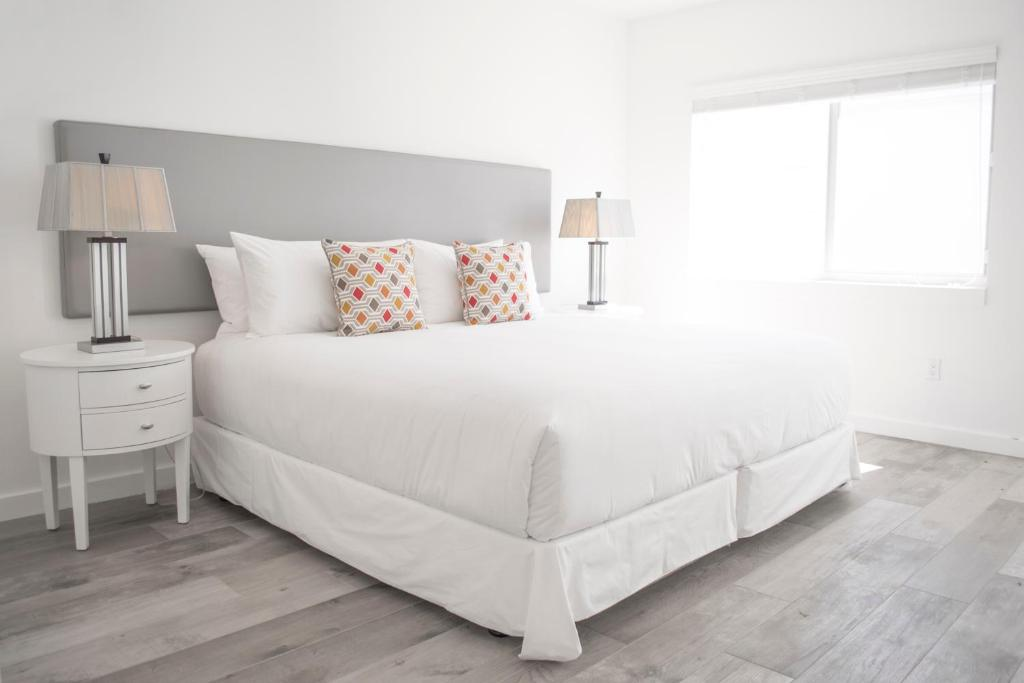 A bed or beds in a room at Sobe Lux