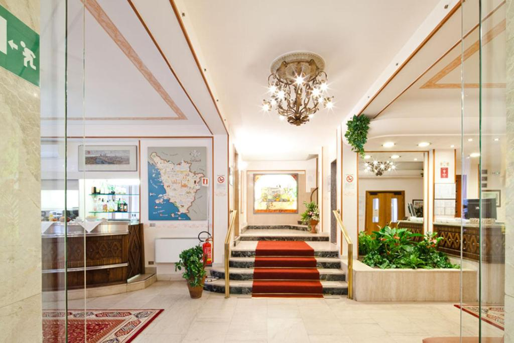 The lobby or reception area at Hotel Terminus & Plaza