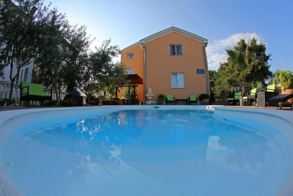 The swimming pool at or close to Villa Julian
