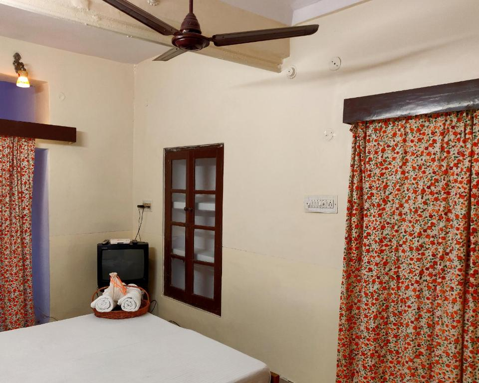 A bed or beds in a room at Natraj Guest House
