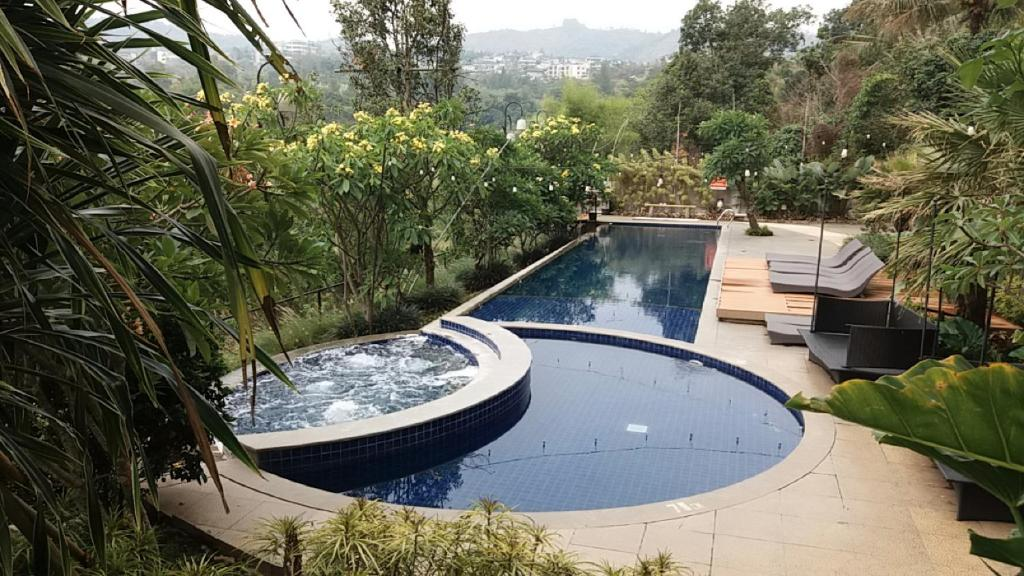 The swimming pool at or close to Studio28 at Clove Garden