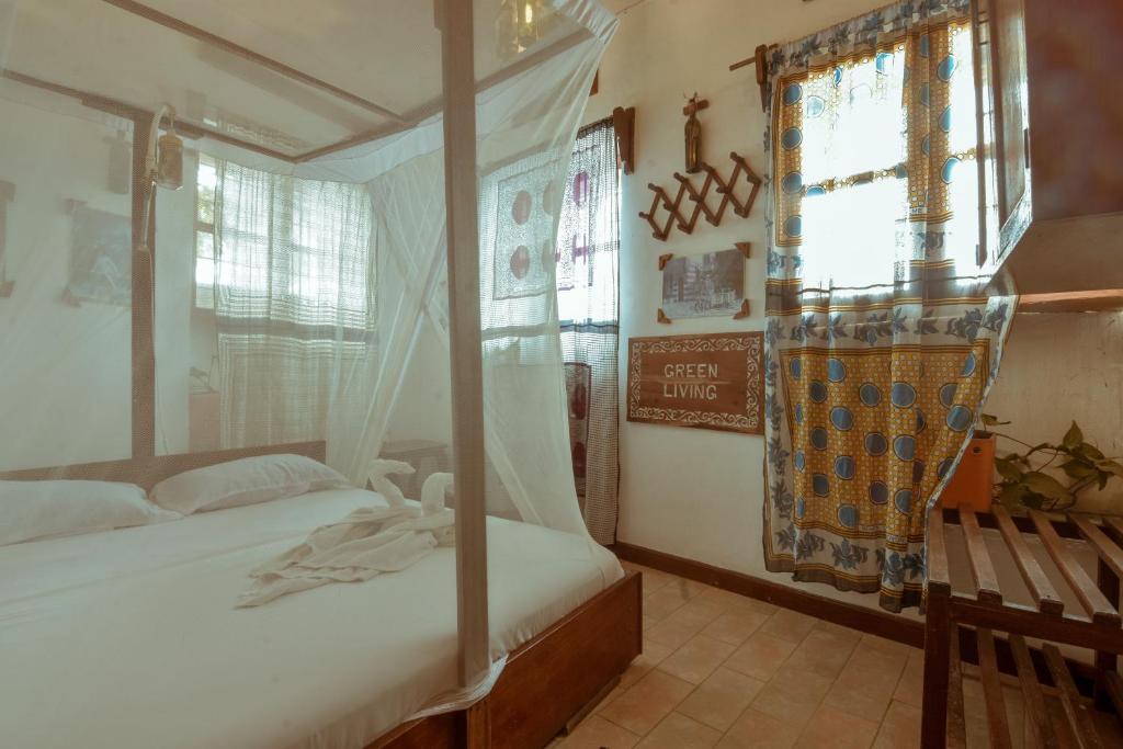 Ein Bett oder Betten in einem Zimmer der Unterkunft Malindi Guest House