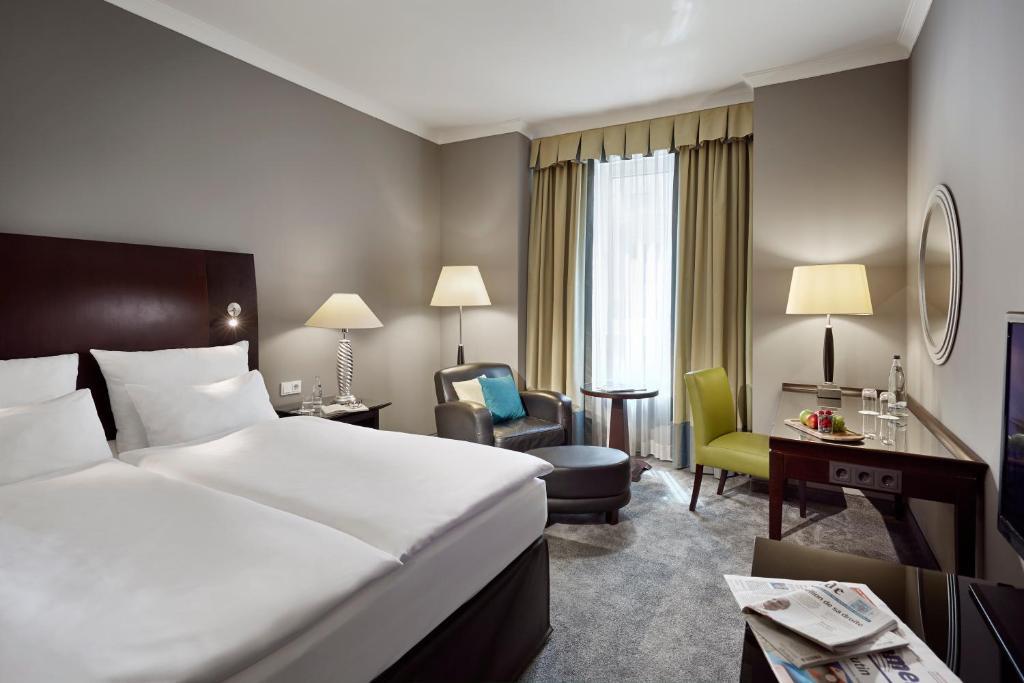 Een bed of bedden in een kamer bij Lindner Hotel City Plaza