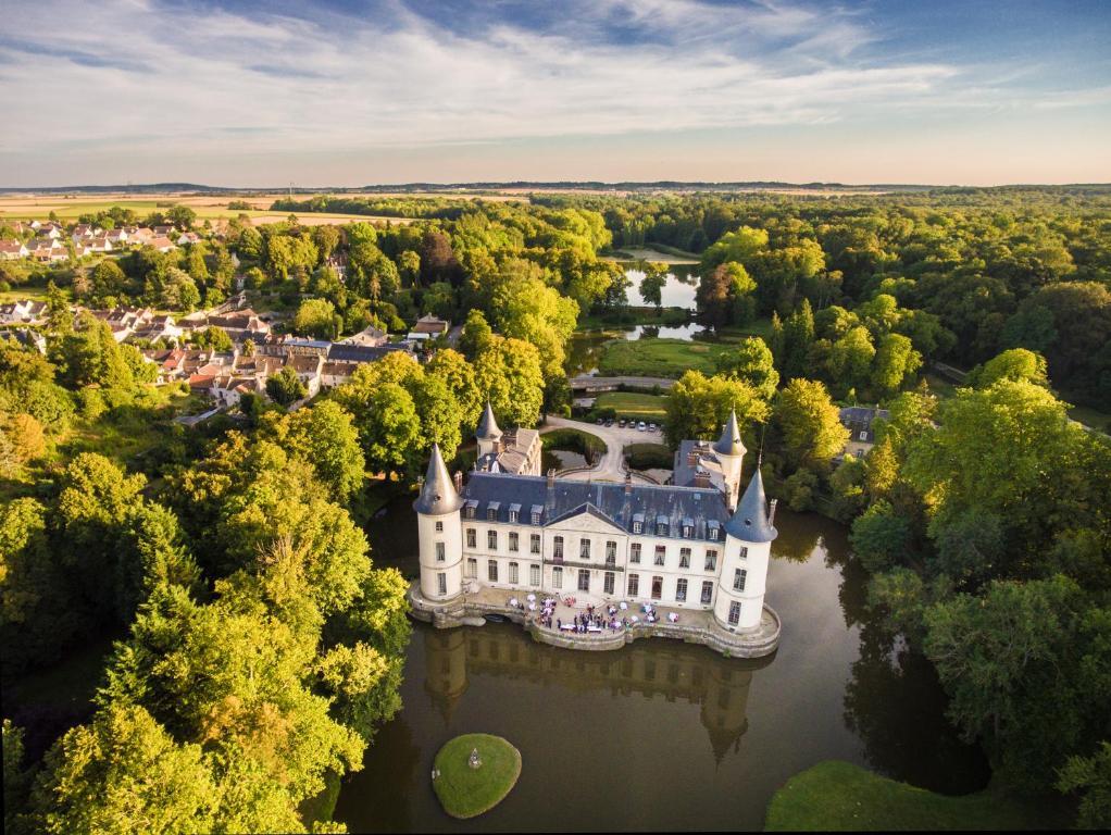 A bird's-eye view of Château d'Ermenonville