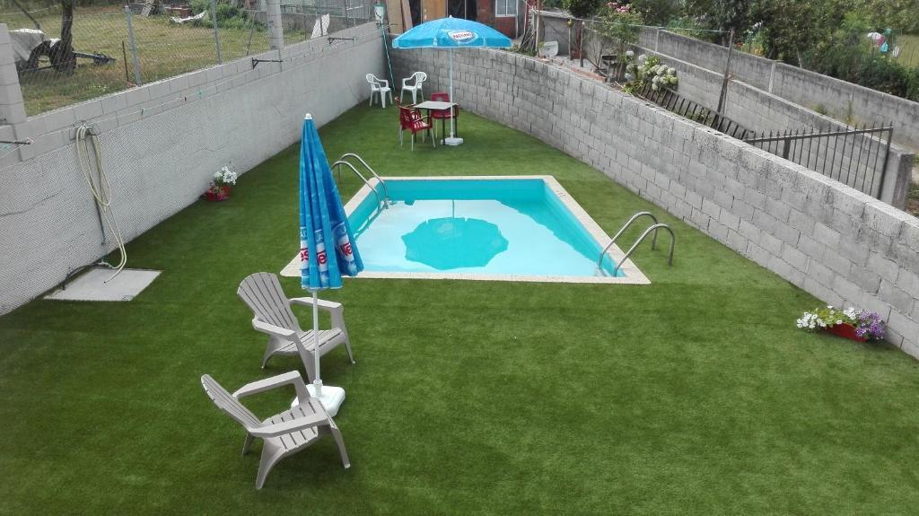 A view of the pool at Albergue y Pensión Boente or nearby