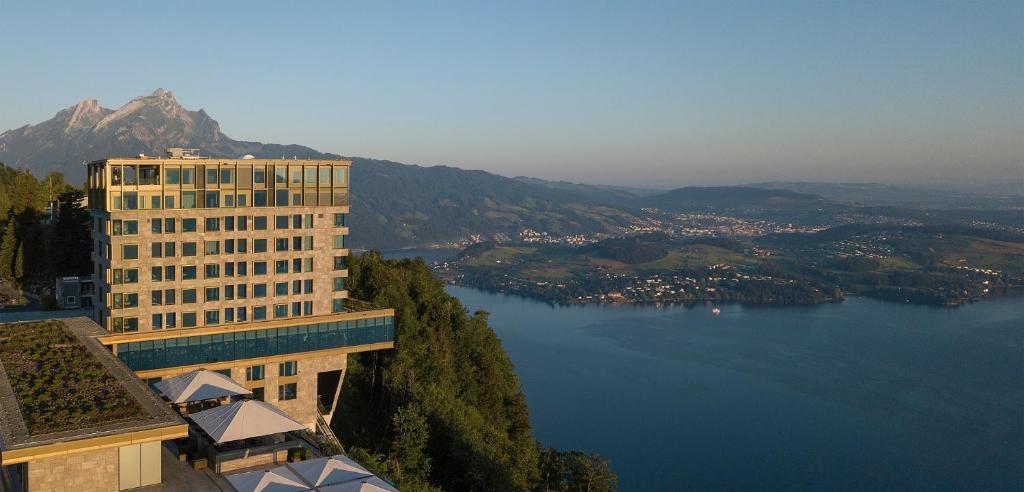 Blick auf Bürgenstock Hotels & Resort - Bürgenstock Hotel & Alpine Spa aus der Vogelperspektive