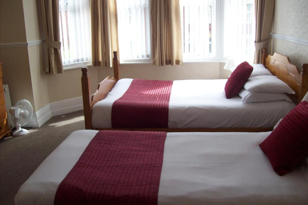 A bed or beds in a room at Avalon Guest Accommodation