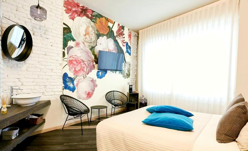 A bed or beds in a room at 15 Quindici by Serendipity Rooms