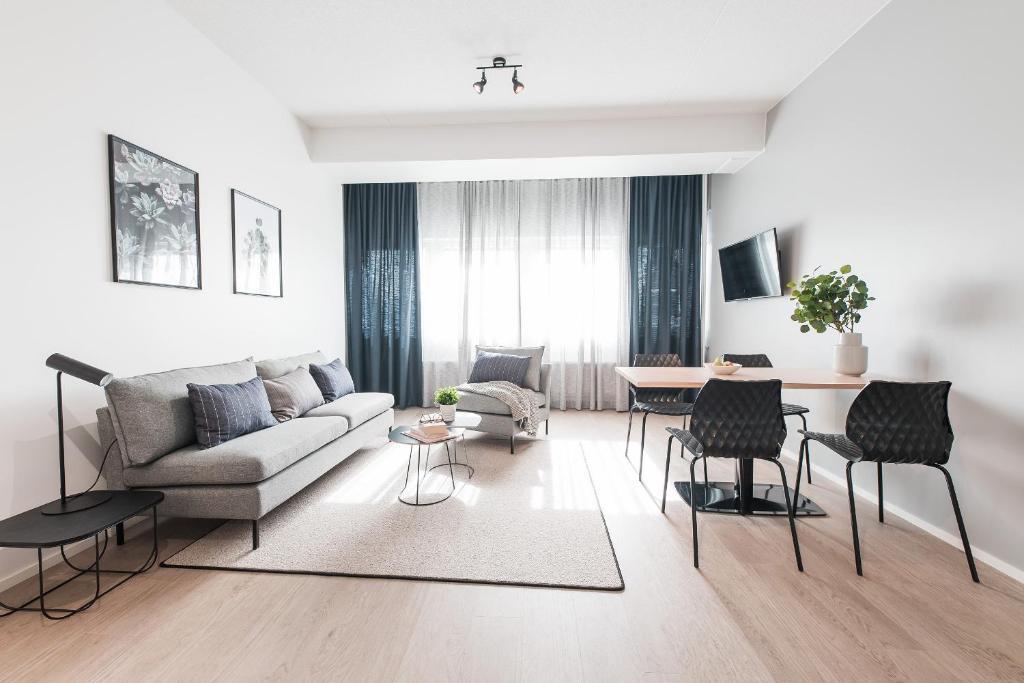 Svetainės erdvė apgyvendinimo įstaigoje Forenom Aparthotel Helsinki Pikku Huopalahti