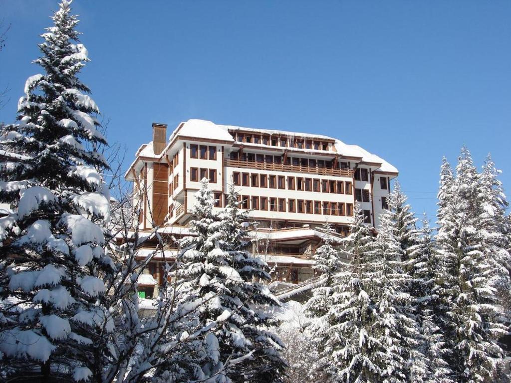 Shiroka Laka Hotel през зимата