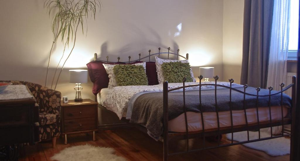 A bed or beds in a room at Cherry Tree Guest House