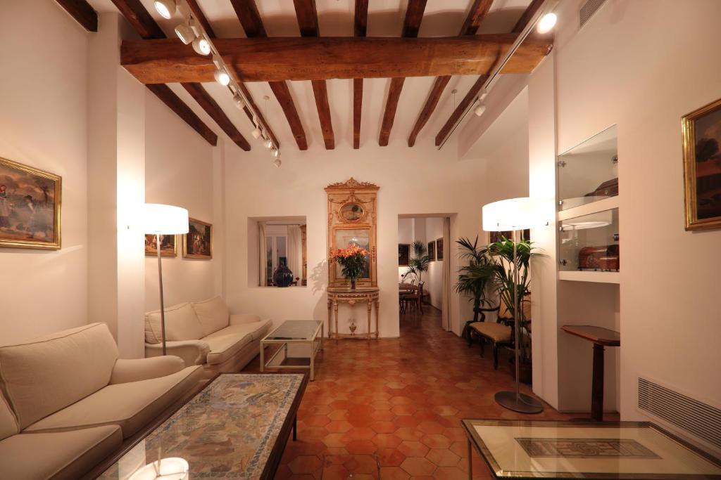 A seating area at AH Art Hotel Palma