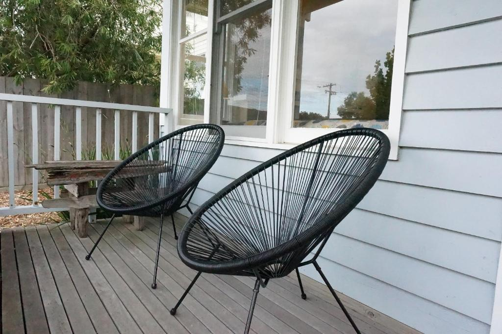 A balcony or terrace at Dinghys Rest