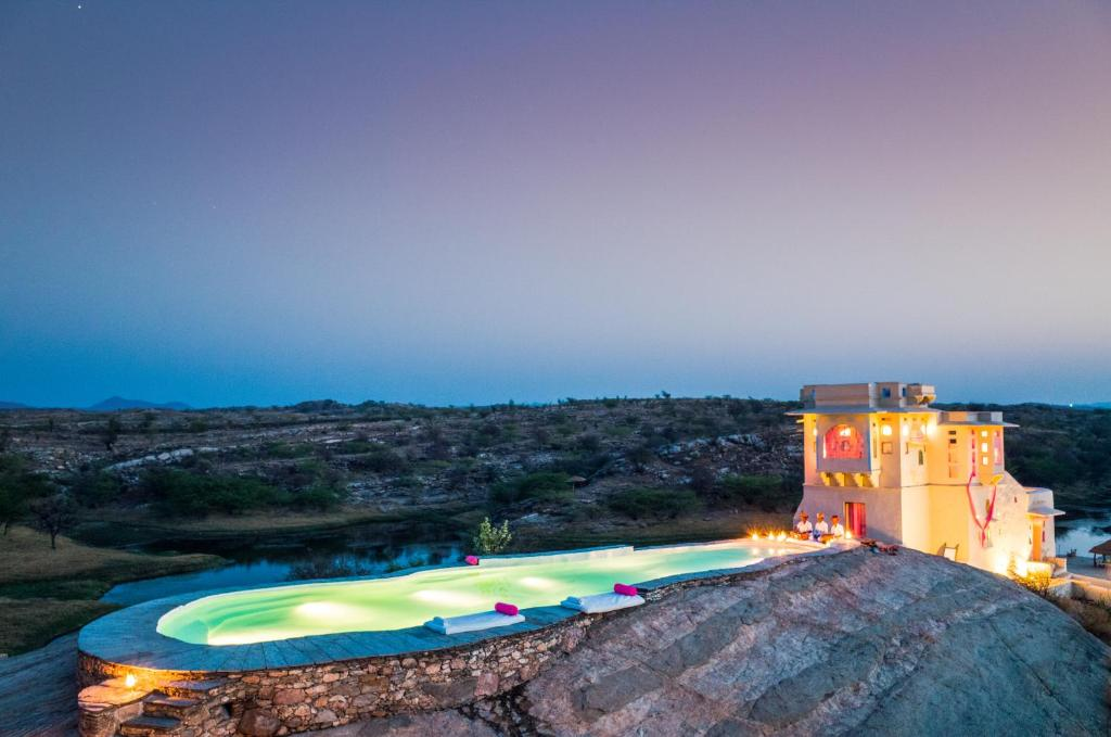 A view of the pool at Lakshman Sagar or nearby
