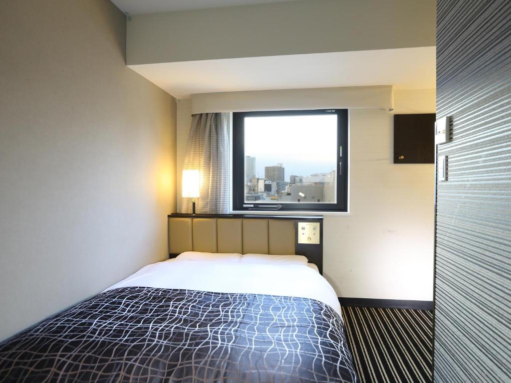 Ein Bett oder Betten in einem Zimmer der Unterkunft APA Hotel Kanda Jimbocho Ekihigashi