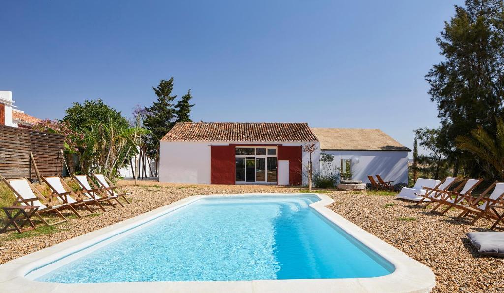 A piscina em ou perto de Companhia das Culturas - Ecodesign & Spa Hotel