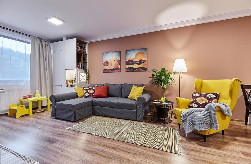 O zonă de relaxare la Sinaia Q Marie Apartment