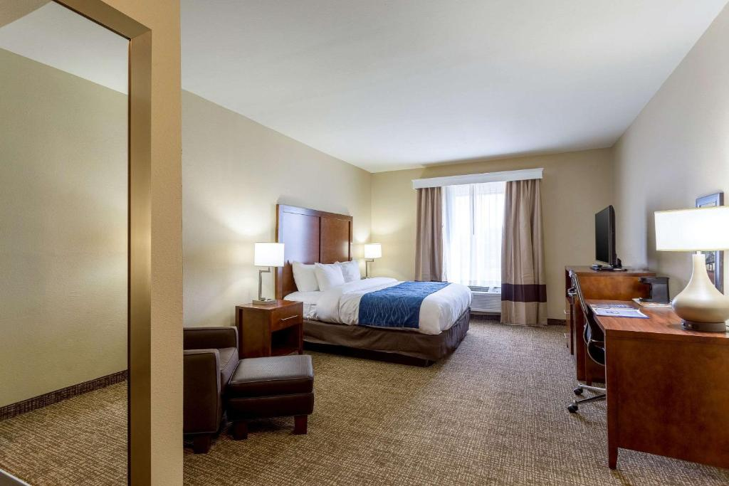A room at the Comfort Inn and Suites Baton Rouge Airport.
