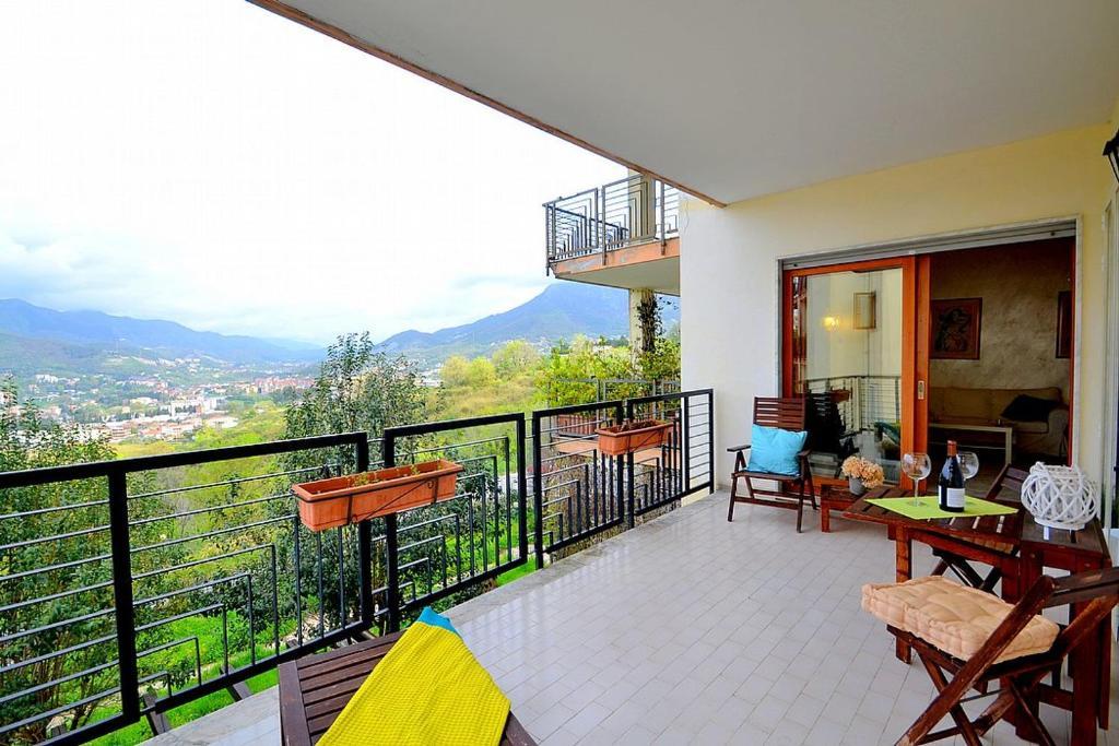 A balcony or terrace at Salerno Apartment Sleeps 4