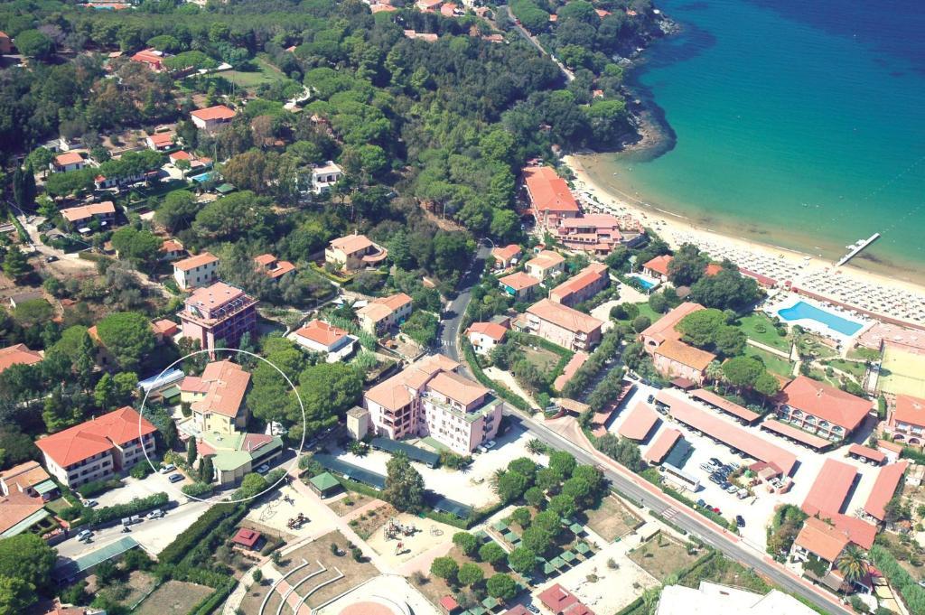 A bird's-eye view of Hotel Monna Lisa
