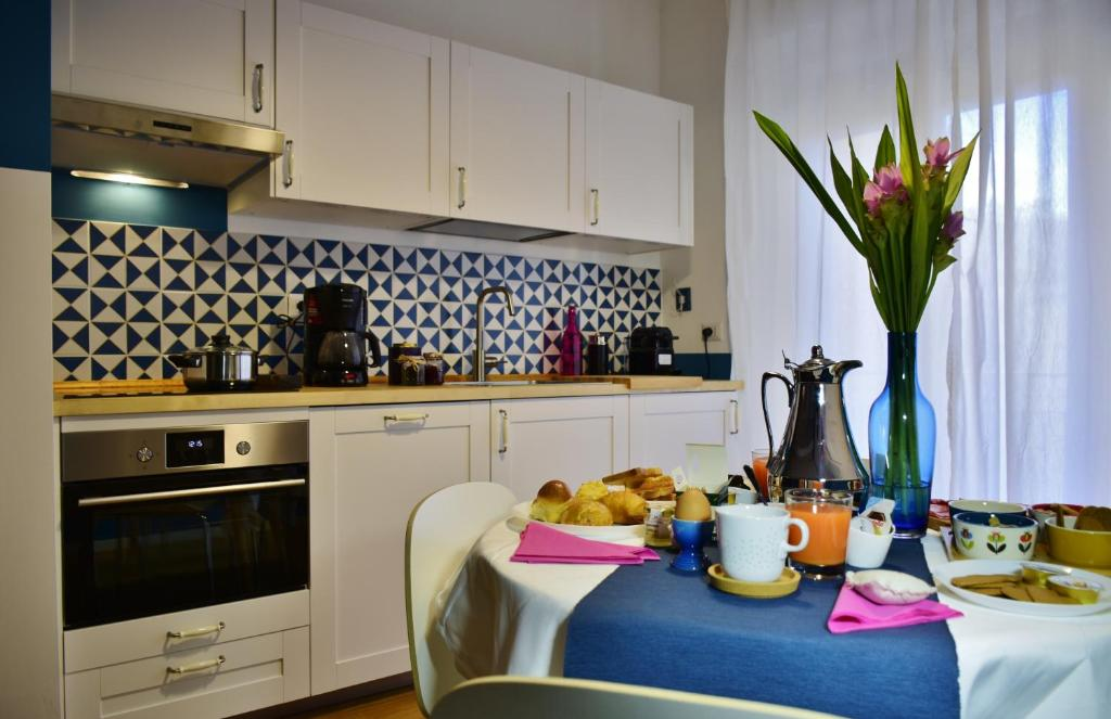 A kitchen or kitchenette at Dear Emma Suite Salerno