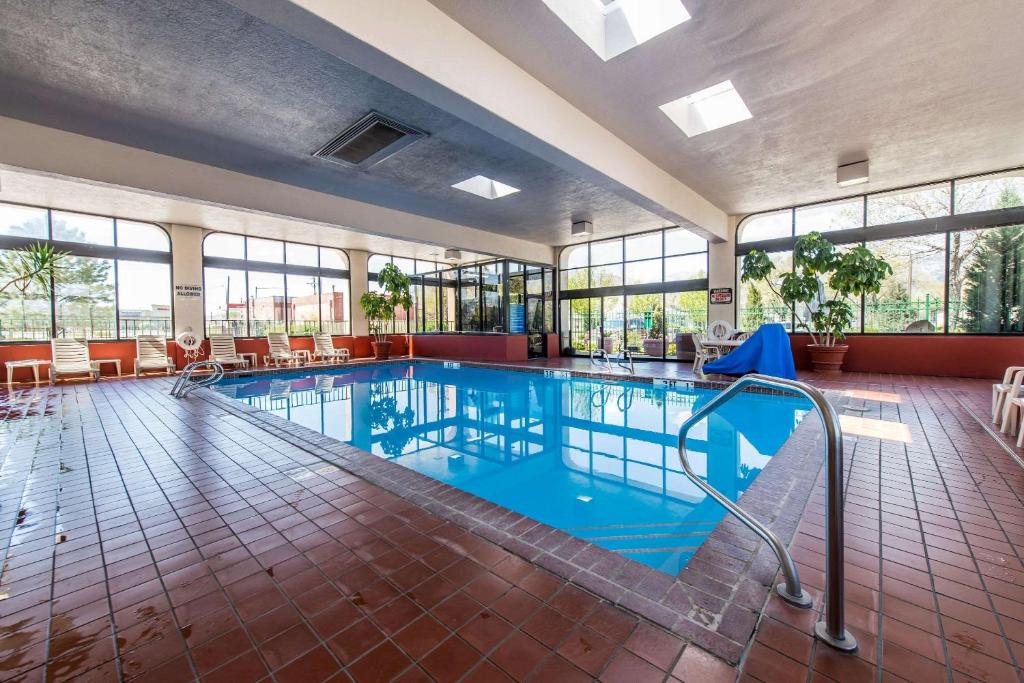 The swimming pool at or close to Quality Inn South Colorado Springs