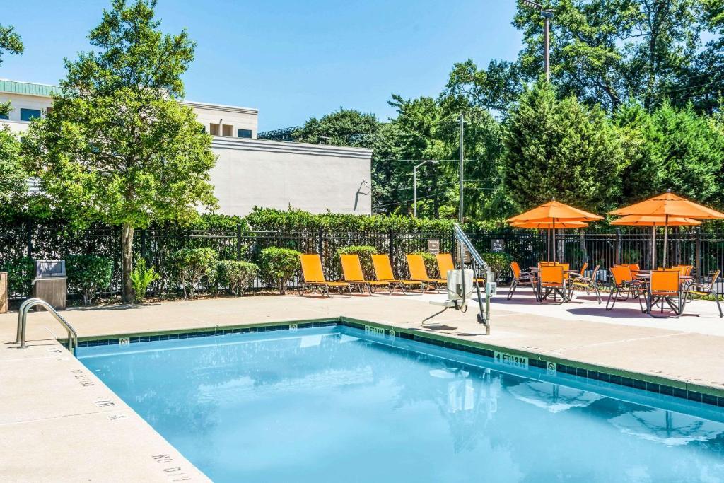 The swimming pool at the Comfort Inn Downtown Atlanta.