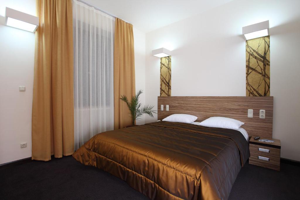 Кровать или кровати в номере Cascade Hotel