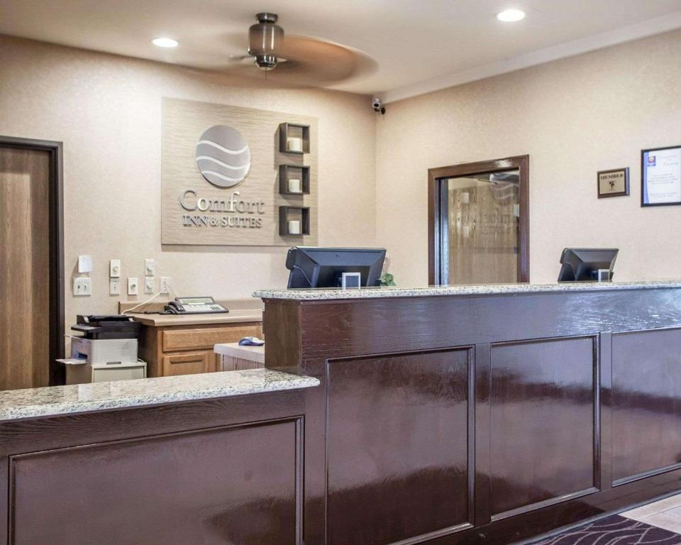 The lobby or reception area at Comfort Inn & Suites - Chesterfield