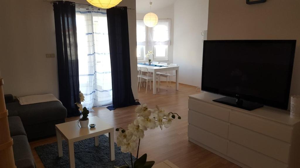 Televízia a/alebo spoločenská miestnosť v ubytovaní Slavko modern furnished penthouse for 8