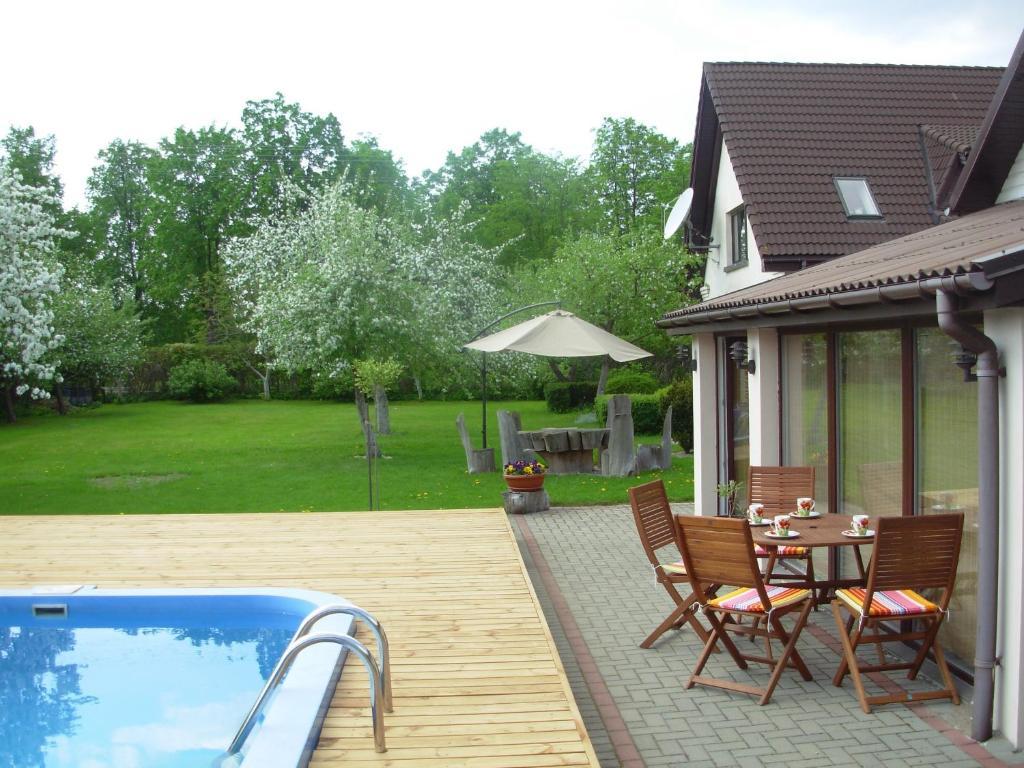 The swimming pool at or near Svečiuose pas Arvydą