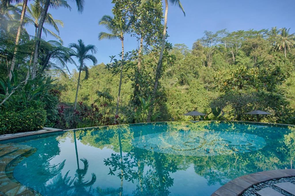 The swimming pool at or close to Anahata Villas and Spa Resort