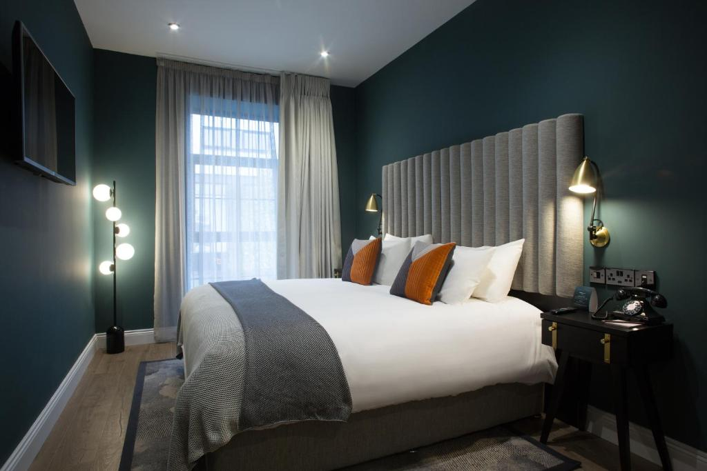 A bed or beds in a room at The Bedford Townhouse & Café