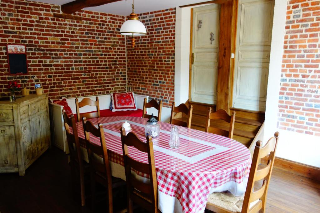 A restaurant or other place to eat at La Ferme De Tigny