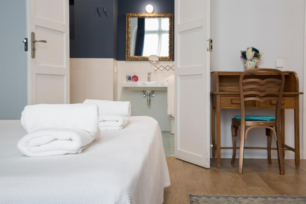 A bed or beds in a room at L'Esplai Valencia