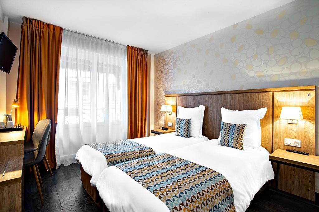 A bed or beds in a room at Logis Hôtel La Caravelle
