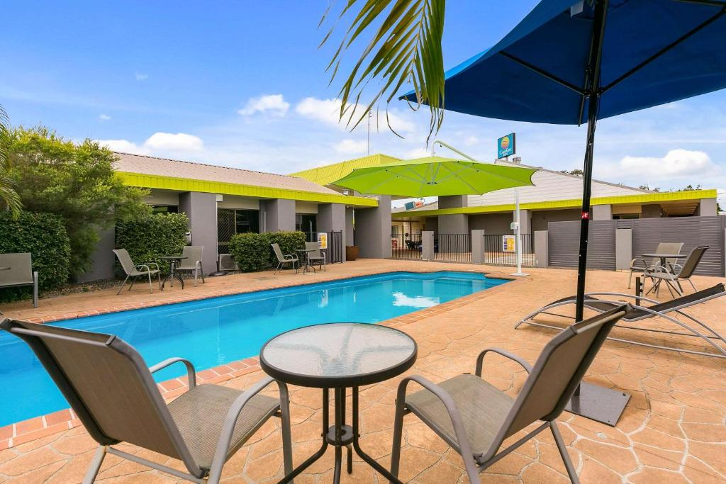 The swimming pool at or near Comfort Inn on Main Hervey Bay