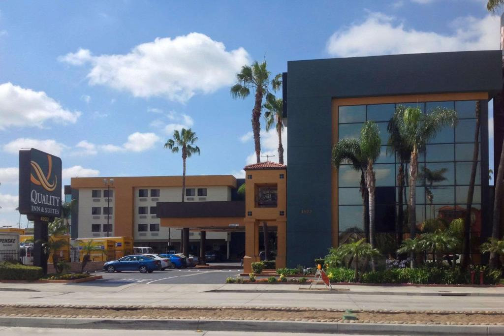 The Quality Inn & Suites Los Angeles Airport - LAX.