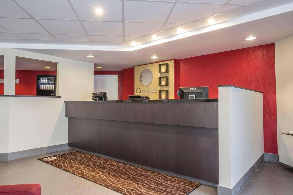 The lobby or reception area at Comfort Inn Pickering