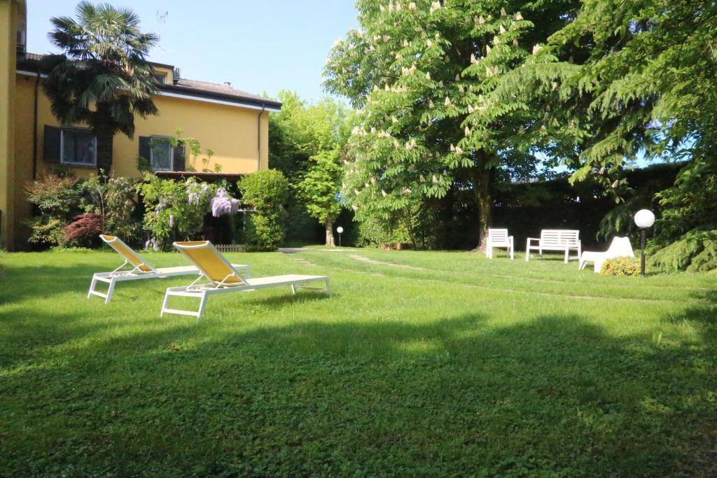 A garden outside B&B Francesca Mantova