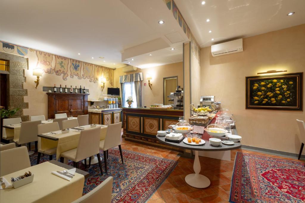 Um restaurante ou outro lugar para comer em Hotel Davanzati