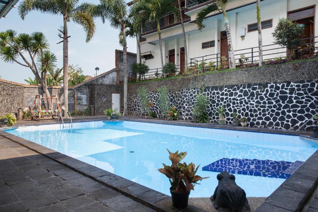 The swimming pool at or close to Hotel Palereman Soerabaia