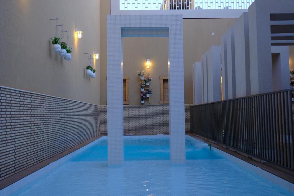 المسبح في منازل جوراق أو بالجوار