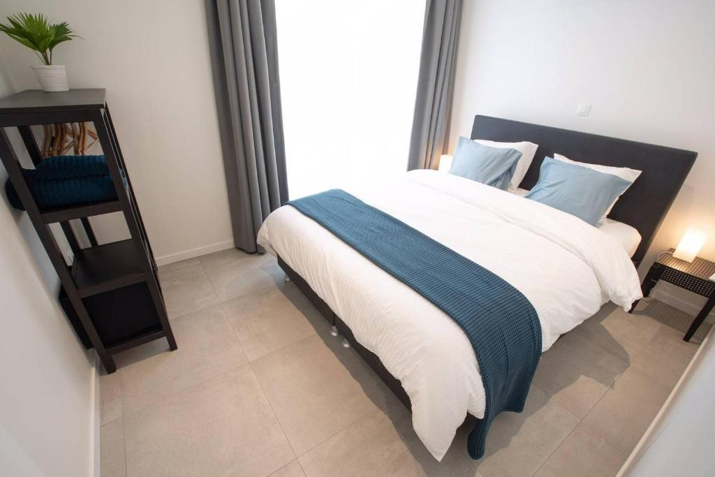 A bed or beds in a room at Studio Brussels - EU-District