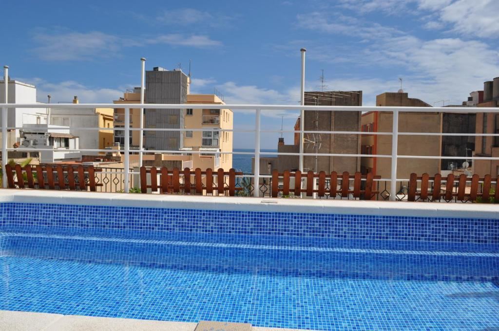 The swimming pool at or close to Hostal Vila del Mar