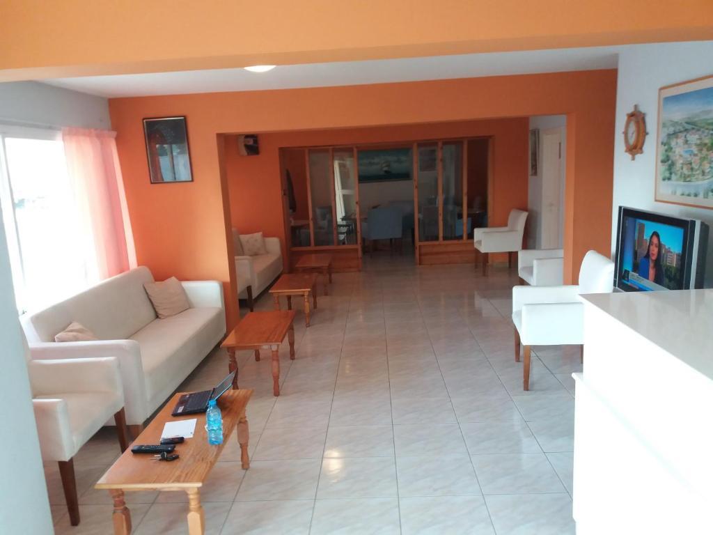 A seating area at Parojim Apartments